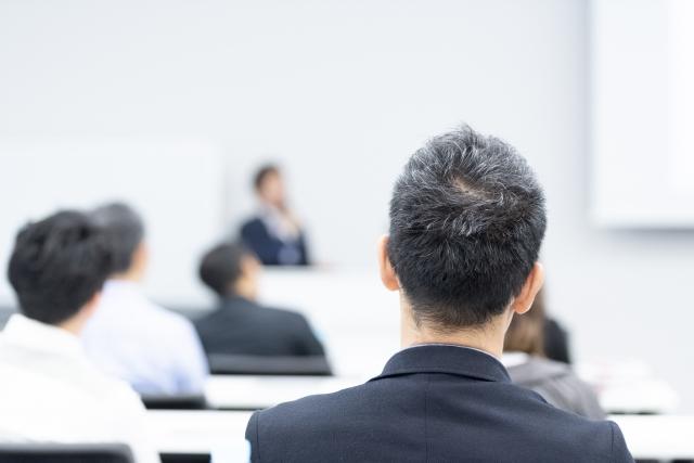 ブレンデッドラーニング - 【解説】「ブレンディッドラーニング」で効率的な社員教育|メリット・デメリットと導入の注意点